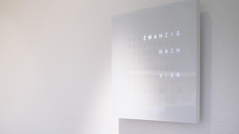 Zahnarzt Dr. Ekkehard Schmidt - Praxis mit Uhr
