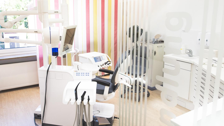 Zahnarzt Dr. Ekkehard Schmidt - Eingang zu Behandlung Eins