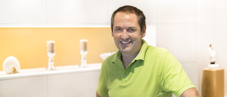 Zahnarzt Dr. Ekkehard Schmidt - Doktor